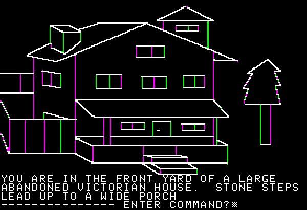Mystery House<br><br>Verlassen wir die Gefilde von ASCII-Zeichen und wenden wir uns den Grafikadventures zu: 1980 war Ken Williams, Programmierer bei IBM, ganz von Textadventures angetan. Seine Frau Roberta auch, aber sie vertrat die Ansicht, dass ein wenig Augenzucker nicht schaden könnte. Gesagt, getan: Mystery House, das welterste Grafikadventure nahm seinen Lauf. Der ein paar aus heutiger Sicht bizarre Stolpersteine bot: Da es damals noch keine Grafikprogramme im heutigen Sinne gab, musste Ken Williams nicht nur das Spiel, sondern auch die entsprechenden Tools programmieren, damit seine Frau die kruden Pixelhaufen auf die wenigfarbigen Bildschirme bekam. Das Coverbild stammte aus den erfahrenen Händen von Robertas Mutter Nova, die kopierten Disketten wurden zusammen mit einer fotokopierten Anleitung in einer Plastiktüte verpackt, als Kontakt verbreiteten die Williams' ihre Heimtelefonnummer - eine Entscheidung, die sie schnell bereuten, schließlich verkaufte sich das Programm innerhalb kürzester Zeit mehr als 15.000 mal! Damit war der Grundstein für »On-Line System« gelegt, dem Unternehmen, aus dem kurze Zeit darauf Sierra werden sollte. 1718658