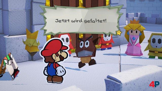 Feiner Unterschied: Mario sieht wie ein typischer Papier-Charakter aus, im gegenüber steht die Armee der Faltschergen.