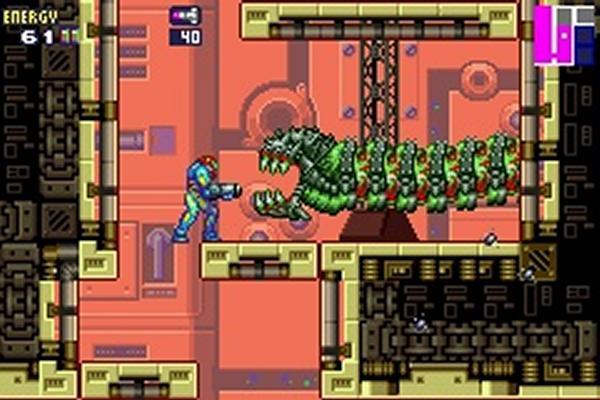 Metroid Fusion<br><br>Fans der guten alten Pixelgrafik hatten spätestens mit Metroid Fusion einen guten Grund, sich einen Game Boy Advance zuzulegen, denn das schnittige Adventure führte das göttliche Design von Super Metroid konsequent fort, und reicherte es mit modernen Features an. Außerdem war zur Abwechslung mal nicht Mother Brain das Ziel aller Raketen, sondern der neue X-Parasit, der nicht nur Samus' DNA gehörig aufmischte und ihr neue Fähigkeiten verlieh, sondern auch fette neue Gegner erschuf - u.a. den Endgegner »SA-X«, eine bis an die Haarspitzen überbewaffnete Kopie von Samus. Das Spiel erzählte mehr Story als je zuvor und steht chronologisch derzeit am Ende der Metroid-Erzählkette. Wissenswertes Detail am Rande: Sowohl Fusion als auch der »Nachfolger« Zero Mission nutzen eine stark erweitere Version der Engine, die erstmals 2001 in »Wario Land 4« zum Einsatz kam. 1720803
