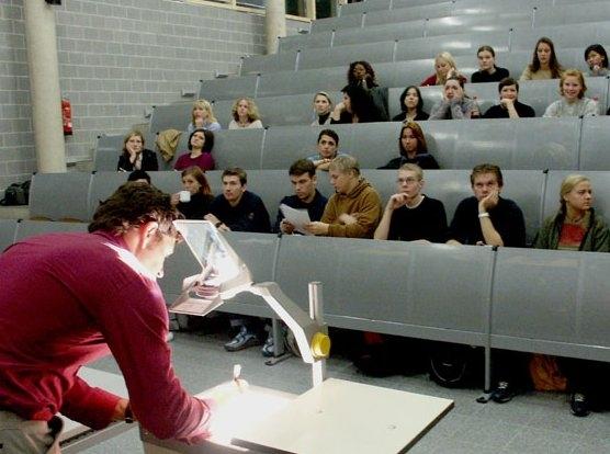...in die lichtdurchfluteten Elfenbeintürme unserer Universitäten? Geht es in der Spielewelt nicht einzig und allein um...