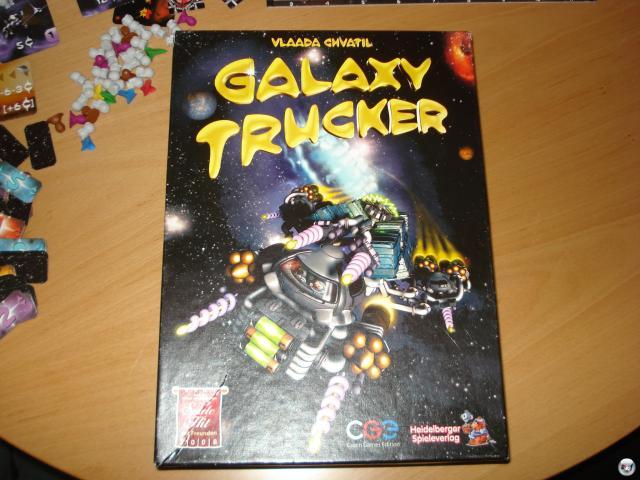Galaxy Trucker erschien zunächst nur in Tschechien, wird aber komplett in deutscher Sprache seit 2008 vom Heidelberger Spielverlag herausgegeben: 2-4 Spieler, ab 10 Jahren, ca. 60 Minuten Spielzeit, knapp 30 Euro.