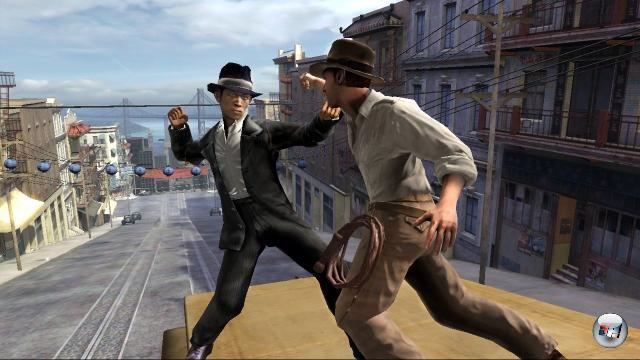 <b>Indiana Jones</b><br><br>Vor zwei Jahre wurde ein neues Indiana Jones-Abenteuer angekündigt - einfach so aus heiterem Himmel und angenehm pragmatisch schlicht »Indiana Jones« betitelt. Zu einem Zeitpunkt, als sich noch keiner ernsthaft vorstellen konnte, dass oder gar wie Harrison Ford jemals wieder den Schlapphut aufsetzen würde, war das ebenso schweinecool wie viel versprechend, die Trailer sahen gleichermaßen unterhaltsam wie actionreich aus. Und was ist seit damals passiert? Schweigen im Walde, Stille an der Peitsche: Der Kinofilm kam schneller, Lego Indiana Jones kam schneller, selbst die in den Trailern so wortreich beworbene Euphoria-Physikengine hatte in GTA 4 schon ihren Auftritt. Herr Dr. Jones, wir haben nicht den ganzen Tag Zeit... 1812613
