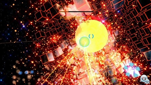 <b> Child of Eden </b><br><br>Das Waffensystem aus Panzer Dragoon taucht auch im psychedelischen Musik-Shooter Rez und dem frisch für die Xbox 360 veröffentlichten Nachfolger Child of Eden auf: Bis zu acht Gegner lassen sich markieren, bevor die Raketen automatisch ans Ziel zischen. Die surrealen Traumwelten sehen hier allerdings um einiges durchgeknallter und bunter aus - Tetsuya Mizuguchi ließ sich von Kandinski-Werken und der frühen Techno-Szene inspirieren. 2234732