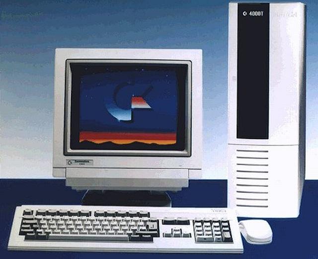 Traum-Vorstellungen <br><br>  Einzig die High-End-Modelle wie der Amiga 4000 hätten dem PC Paroli bieten können, doch blieben diese Versionen aufgrund des hohen Anschaffungspreises für die meisten Otto-Normal-Spieler nur ein Traum - genau, wie es 1987 der Amiga 2000 war, der parallel zum 500er-Modell eingeführt wurde.  2133123