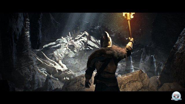 <b>Dark Souls 2 (Multi) </b><br><br> Endlich gibt es wieder was zu beißen: Demon's Souls war vor drei Jahren ein herrlicher Kontrapunkt zu all dem Klick&Blöd-Spieldesign für die Masse. Der Anspruch, das komplexe Kampfsystem sowie die Einzigartigkeit der Schauplätze machten das Rollenspiel und seinen Nachfolger Dark Souls zu bockschweren Ausnahmespielen. Bei Dark Souls 2 leitet allerdings nicht mehr Serienschöpfer Hidetaka Miyazaki, sondern Tomohiro Shibuya die Entwicklung - welcher prompt ein geradlinigeres und überschaubareres Erlebnis ankündigte. Wir hoffen trotzdem darauf, dass der Kurswechsel das Spieldesign nicht zu sehr verwässert. 92434422