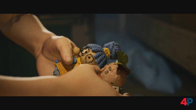 Mit Tränen werden die beiden Puppen zum Leben erweckt.
