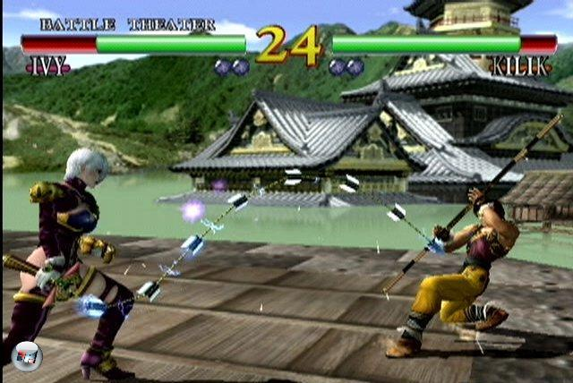 Mit dem Schwertprügler Soul Calibur konnte Sega sich eine echte Sensation sichern - und zwar nicht nur, weil man sich mit geschmeidigen Animationen durch hübsche Panoramen metzgern durftet. Zum ersten Mal ließ Namco eine seiner beliebten dreidimensionalen Beat'em Up-Serien auf eine Konsole los, die nicht bei Sony vom Band lief. Auch Tecmo spendierte dem Dreamcast mit Dead or Alive 2 ein echtes Hau-Drauf-Highlight, welches sich spielerisch stark an Virtua Fighter orientierte und später auch für die PS2 umgesetzt wurde. 1882573
