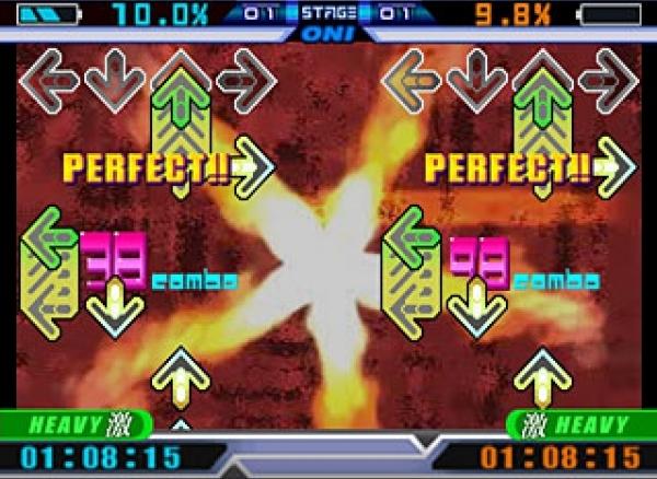 Dance Dance Revolution (1998)<br><br>Dance Dance Revolution (oder »Dancing Stage«, so der europäische Titel) dürfte wohl das bekannteste Rhythmusspiel sein: Seit seinem Arcade-Einstand im Jahre 1998 brachte Konami mehr als 90 Versionen für Plattformen wie PS2, N64, GameCube oder Dreamcast auf den Markt, die zusammen mehr als 1.000 Songs enthalten - darunter auch exotische Ableger wie eine spezielle Super Mario- oder Disney-Variante! Dabei sind noch nicht mal die gefühlten 10.000 Klone aus dem Freeware-Bereich eingerechnet. Da das Spiel in den meisten Fassungen auf einer Tanzmatte gespielt wird, kommt es nicht nur auf das Rhythmusgefühl, sondern auch auf die Fitness des Spielers an - eine Tatsache, die dafür sorgte, dass DDR mittlerweile in Fitnessstudios und im Sportunterricht an einigen amerikanischen Schulen eingesetzt wird. Und »DDRing« in Norwegen sogar mittlerweile als Sport anerkannt wird. 1726981