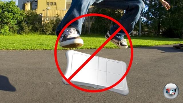 Springen verboten: Falls einmal ein Skateboard-Spiel für Nintendos neue Hardware erscheint, werdet ihr vermutlich nicht auf dem Board herumhüpfen. So wird es jedenfalls bei den bisherigen Spielen gehandhabt: Wenn eure Füße in einer Übung das Gerät verlessen, dann nur einzeln und gesittet. In diesem Sinne: Seid nett zu eurem Balance Board! 1769213