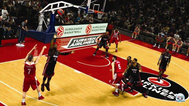 NBA 2K14 ist ein umfangreiches, überaus ansehnliches Sportspiel. Aber man vermisst u.a. Fortschritte in der Regie der Spielmodi.