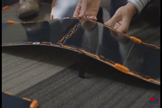 Dank Magneten und leicht flexiblen Streckenteilen sind Aufbau und Umgestaltung herrlich unkompliziert.