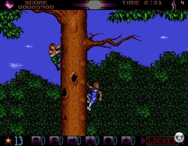 Geschlichen wird in Spielen ja schon seit Urzeiten, wir hatten bereits eine Bilderserie, die sich explizit mit den Faultieren unter den Helden beschäftigte. Hier geht's nur darum, welcher Pixelteufelskerl einem anderen möglichst unbemerkt und professionell den Krummsäbel in den Nacken stoßen kann. Einer der frühesten Vertreter dieser ganz besonderen Gattung trägt auch gleich den offensichtlichsten Namen: »Assassin«, 1992 von Team 17 auf dem Amiga veröffentlicht. War aber eine Mogelpackung: Kein Geschleiche, kein Krummsäbelindennacken, gar nichts. Stattdessen viel Turrican-kompatibles Gehopse und Geklettere von einem Typ in blauem Spandex, dazu ziemlich gute Musik von Allister Brimble. 2176473
