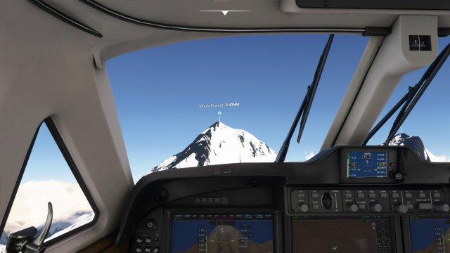 Der Mount Everest aus der Cockpit-Perspektive. Wie auf dem PC können die Armaturen und Instrumente bedient werden - was mit dem Controller-Pointer schon etwas umständlich ist.