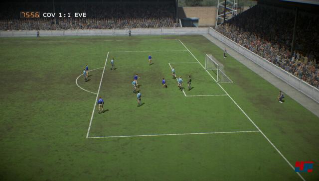 Gute Idee mit dem Retro-Spiel, aber der Ball läuft wie an der Schnur gezogen über den Matschplatz...