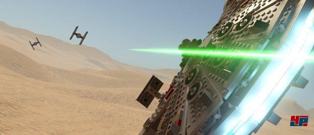 Cool: Man darf den Millennium Falken nicht nur von ihnen erkunden, sondern auch in Dogfights die Kontroller über das kultige Raumschiff übernehmen.