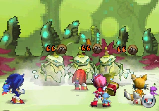 <b>Sonic Chronicles: Die dunkle Bruderschaft (2008)</b><br><br>Im Laufe seiner Karriere hat Sonic so ziemlich jedes bedeutende Genre abgegrast - abgesehen von Flugsimulationen und Weltraum-Rundenstrategie blieb erstaunlicherweise ein Bereich unbesonict: Das Rollenspiel. Das ist besonders angesichts der Tatsache verwirrend, dass die Klempner-Konkurrenz diesen Schritt schon 1996 mit Super Mario RPG wagte - und im Falle von Sonic erst die BioWare-Jungs kommen mussten, bevor Story, Rundenkampf und Charakterentwicklung Einzug hielten. Sowie endlich das Rätsel um den Ring-Fetisch des Blaustachels gelüftet wurde - das hat aber auch lang genug gedauert! 1858978