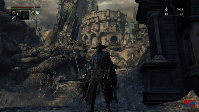 Besiegt man die ersten Feinde, winkt als Belohnung der Schlapphut der Jäger. Screenshot - Bloodborne (PlayStation4) 92516814