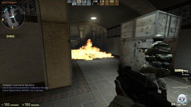 Mit den neuen Feuergranaten bzw. Molotowcocktails kann man ganze Gänge kurzzeitig in ein Flammenmeer tauchen - was ganz neue Taktiken ermöglicht.