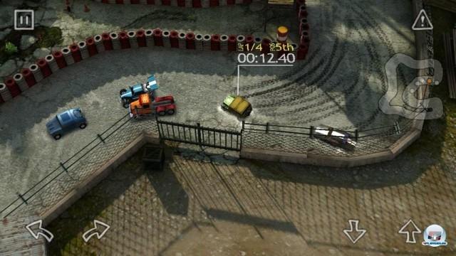 <b>Reckless Racing</b> <br><br> Da bekommen Videospiel-Opis feuchte Augen: Ganz wie im guten alten Micro Machines und anderen Klassikern der güldenen 16-Bit-Ära zeigt Reckless Racing das Renngeschehen aus der Vogelperspektive. Wenn der Umfang zu knapp ausfällt, hilft nach ein paar Stunden allerdings auch der Nostalgie-Bonus nicht weiter, daher pendelte sich die Wertung des flotten Arcade-Rasers auf befriedigenden 73 Punkten ein. 2236072