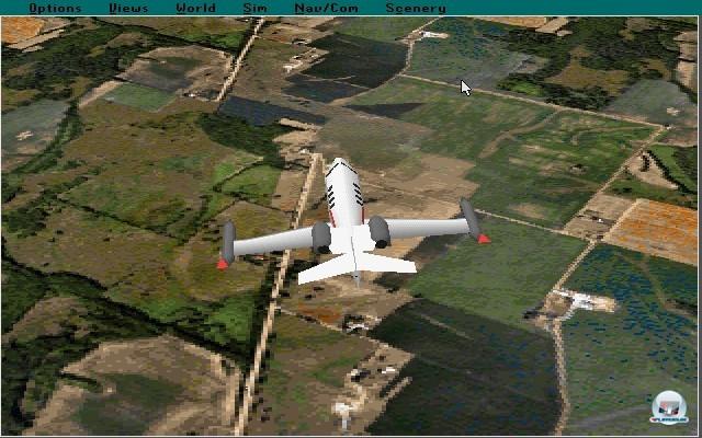 <b>Microsoft Flight Simulator 5.1</b> <br><br> Mit dem fünften Serienableger machte die Serie 1993 einen radikalen Schnitt: Microsoft übernahm das Spiel komplett und brachte den Titel von nun an exklusiv für den PC heraus. Die Landschaft erstrahlte zum ersten Mal in 256 Farben und auch die Anordnung der Instrumente wurde endlich detailliert den Vorbildern nachempfunden. Auf dem Screenshot ist das Update 5.1 zu sehen, welches noch eine Ecke schmucker aussah und erstmals auf CD-Rom ausgeliefert wurde. 2241057