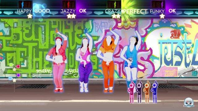 Je nach Song können bis zu vier Spieler vor den Sensor treten.