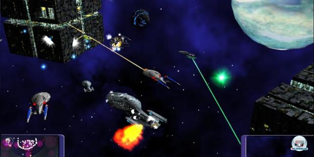 <b> Star Trek: Armada & Armada 2 (2000, Activision; 2001, MadDoc) </b> <br> <br> In den beiden Echtzeit-Titeln Armada und Armada 2 übernimmt der Spieler die Kontrolle über verschiedene Fraktionen im Star-Trek-Universum. Die Kampagne des Erstlings wartete dabei alle vier Missionen mit einem interessanten Seitenwechsel auf, war allerdings mit den vier Standardrassen (Föderation, Klingonen, Romulaner, Borg) und wenigen Schiffsklassen eher konservativ. Teil 2 erweiterte das Spiel dann nicht nur um planetare Kolonisation und viele Schiffsklassen, wie die riesigen Fusionskubi der Borg, sondern auch um zwei weitere Rassen. Vor allem die organische Spezies 8472 brachte mehr Abwechslung. 92459704