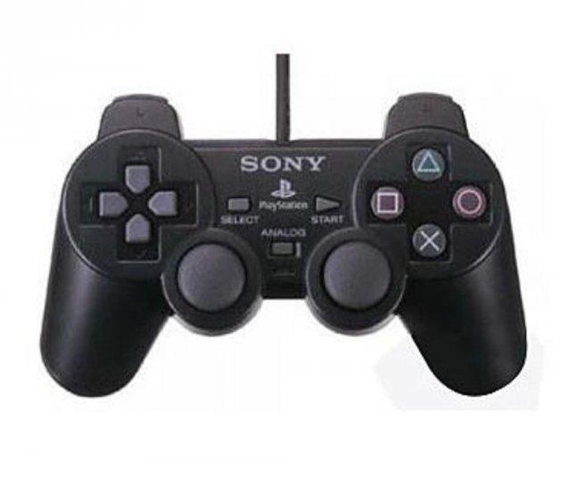 Der DualShock 2 wirkte auf den ersten Blick wie ein Zwilling des ersten PlayStation-Controllers, bot aber viel mehr analoge Eingabemöglichkeiten.