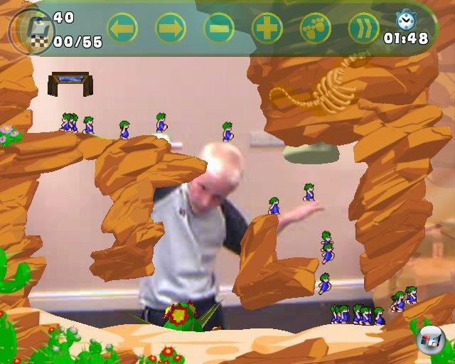 Und wo man gerade so schön mit der PSP-Version abgeräumt hat, kann man auch gleich noch die anderen Sony-Plattformen versorgen, was? Hat nur leider nicht so gut geklappt, denn die Fassungen für PS2 und PS3 waren lange nicht so gut: Die PS2-Version nutzte die EyeToy-Kamera als Eingabegerät, wodurch man selbst zum Lemmings-Levels wurde - keine Ahnung, ob das jemals einer sein wollte. Und die PS3-Fassung hatte zu viel mit All New World of Lemmings zu tun: Ein umständliches Item-System stand dem gehobenen Grünkoppsprengerspaß im Weg. 2202972