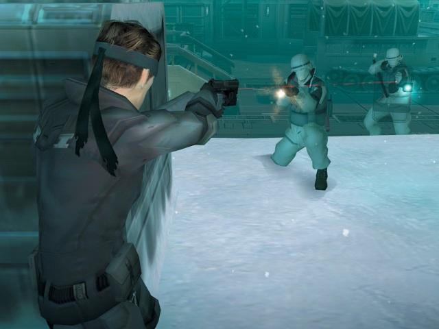 Metal Gear Solid <br><br> Bei seinem ersten 3D-Auftritt schlägt sich Solid Snake durch Shadow Moses Island im eiskalten Alaska und wird dabei von seinem Nano-Suit immer schön warm gehalten - so ein Weichei. Vor allem das Duell gegen Sniper Wolf bei Schneefall hat einen bleibenden Eindruck hinterlassen. Auf seiner vorerst letzten Mission verschlägt es Oldie-Snake in Metal Gear Solid 4 übrigens noch einmal zum Ort des Dauerwinters und frostigen Erinnerungen zurück…...   2180867