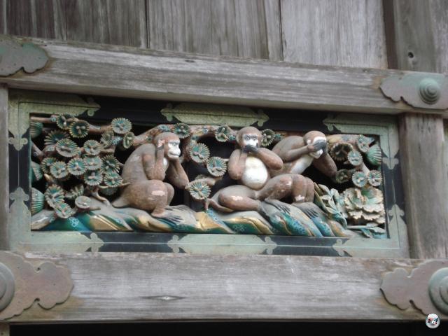 ...den Ursprung der berühmten drei Affen, die sich das Sehen, Reden und Hören abgewöhnt haben... 2013103