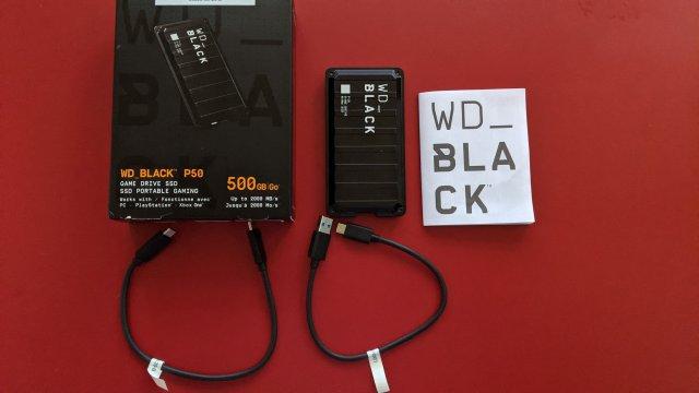 Im Lieferumfang befinden sich neben der externen Festplatte auch zwei etwas kurz geratene USB-Kabel.