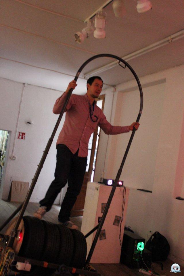 Kinect war gestern - der moderne Gamer rollt auf echten Reifen durch den Pixel-Wald... 92469140