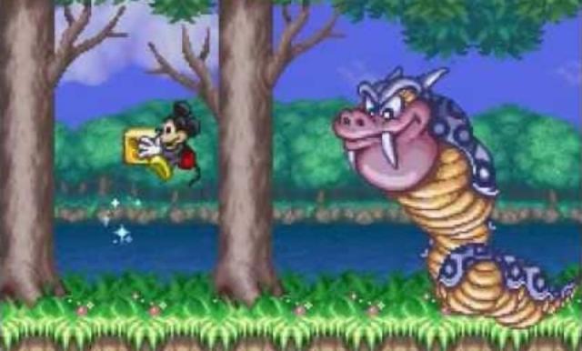 The Magical Quest (1992)<br><br>Will man »Retro-Paules« in den Himmel lächelnde Lippen in eine Nostalgiestarre versetzen, muss man die Illusion-Serie erwähnen - der etwa zur gleichen Zeit erschienenen SNES-Reihe gesteht er aber ähnliche Qualitäten zu. Capcom besaß damals die Lizenz für Disneyspiele auf dem Nintendo-System, daher auch das zweigeteilte Aladdin. Einmal mehr durfte Micky Maus Held eines Jump&Runs sein - wobei ihm je nach Fortsetzung auch Donald oder Minnie zur Seite standen. Das Besondere daran: Durch verschiedene Klamotten erhielten die Zeichentrickser spezielle Fähigkeiten, mit denen sie an Wänden kraxeln oder gefährliche Zauber verschießen können. 2178958