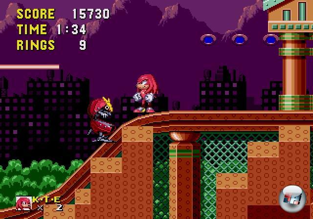 <b>Sonic & Knuckles (1994)</b><br><br>Im Grunde seines Herzens war S&N eine Art Add-On zu Sonic 3 - grafisch ähnlich, spielerisch dezent konservativ, auf den ersten Blick ein »More of the same«-Produkt. Die Genialität dieses Moduls entfaltete sich erst, wenn man es dank des integrierten Adapters mit einem der ersten drei Teile verband: Mit einem Mal konnte man Sonic 1 und 2 mit Tails und Knuckles spielen, was eine neue Herangehensweise an die Levels ermöglichte - in Sonic 3 gab es gar ganz neue Abschnitte! 1858933