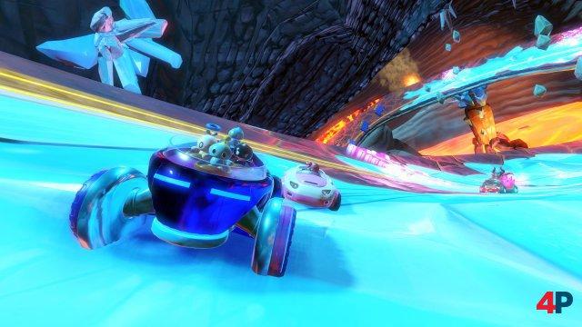 Der Zufallefaktor wirkt ein wenig niedriger als in Mario Kart 8, so dass erfahrenere Spieler oft lange das Feld anführen.