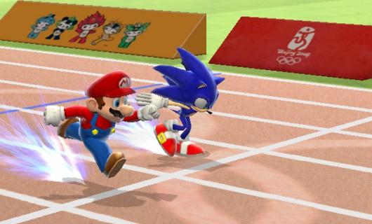 Platz 10: Mario & Sonic at the Olympic Games<br><br>Nicht viel erwartet, aber richtig Spaß gehabt: Diese Olympiade macht Lust auf mehr! Das Spiel erinnert an die Zeit, als wir uns noch mit Summer Games & Co die Joysticks zerrüttet haben und passt hervorragend zum Wii. Es gab zwar mit dem 100m-Lauf, dem Dreisprung und dem Hammerwurf nur drei Disziplinen zu sehen, aber die haben ausgereicht, um sofort für Wettkampfstimmung zu sorgen. Aber bitte noch die Kulisse polieren! 1713629