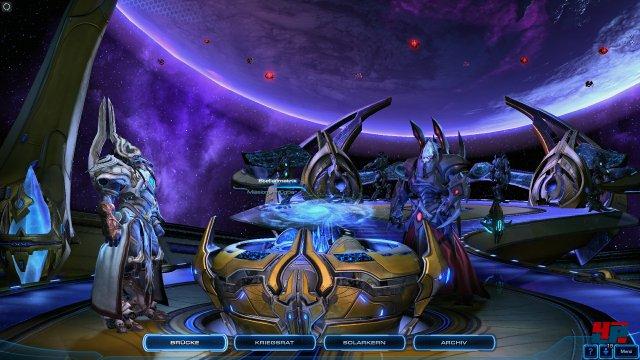 An Bord der Speer des Adun können Missionen ausgewählt, die Armee angepasst und Gespräche geführt werden - wie schon auf der Hyperion und dem Leviathan.