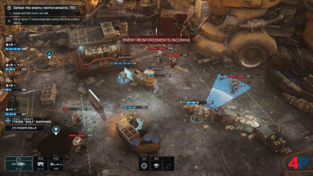 Die Gegner kommen von allen Seiten. Links oben kündigen sich neue Feinde aus dem E-Hole an. Neben den Haupteinsatzzielen gibt es auch optionale Ziele in den Einsätzen.