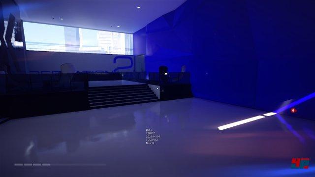 Innerhalb der Gebäude geben große farbige Flächen stilvoll den Ton an.