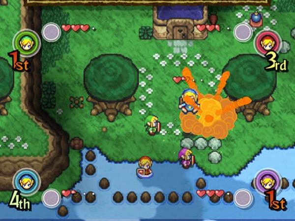 The Legend of Zelda: Four Swords Adventure<br><br>Bereits 2002 konnten vier Spieler gleichzeitig Schwerter schwingend durch Hyrule rumpeln, »Four Swords« nannte sich dieser Spaß, der als Bonus dem GBA-Remake von »A Link to the Past« beilag. Zwei Jahre später wurde daraus auf dem GameCube ein ausgewachsenes Spiel, das aber kein vollwertiges Zelda war - keine Story im klassischen Sinne, keine richtigen Quests, keine glaubwürdige Welt. Stattdessen gab es acht Abschnitte à drei Levels voller Gegner, Rupees und kleineren Puzzles, die jeweils von einem Bosskampf abgeschlossen wurden. Diese Herausforderungen konnte man allein, sollte man aber zu viert angehen, denn dann machte »Four Swords Adventure« richtig Spaß - und witzigerweise konnten an den GameCube angeschlossene GBAs als Controller genutzt werden. Als Zelda-Schnetzelsnack wirklich nett, aber kein satt machendes Hyrule-Menü! Das kam im selben Jahr auf einer ganz anderen Plattform... 1722624