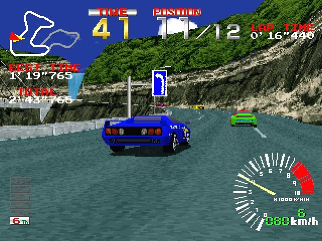 <b>Ridge Racer</b><br><br>Natürlich gab es schon vor Ridge Racer schnelle Arcade-Renner. Aber was Namco 1993 in die Spielhallen dieser Welt stellte, sorgte für im Keller baumelnde Kinnladen inkl. unhaltbarem »Haben! Haben!!«-Reflex: Die detailreiche Polygonreihe war irre schnell, die auf heiße Drifts setzende Steuerung präzise, die Spielbarkeit fantastisch. Und nicht zuletzt war das Spiel eine »Killer Application« für die ein Jahr darauf erscheinende PlayStation sowie Quelle für unzählige Klone - inklusive der hervorragenden »Bleifuß«-Serie auf PCs. 1797478
