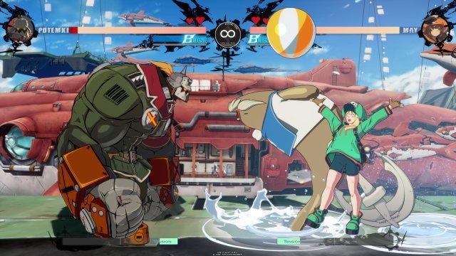 Martialisch vs. süß: Robo-Brocken Potemkin wird von einer Seehund-Attacke überrascht.