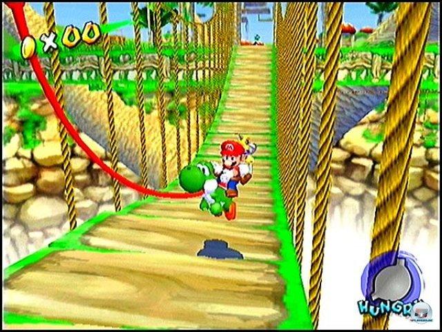<b>Super Mario Sunshine</b><br><br> Nintendos Hausklempner ließ sich erst nach dem Konsolenstart blicken. Der 3D-Hüpfer im entspannten Südsee-Setting sorgt bis heute für hitzige Diskussionen unter Mario-Fans. Der Fokus auf eine manuelle Kamera und die ungewöhnliche Sprüh- und Schwebe-Steuerung des Hochdruckreinigers sind umstritten: Manche halten Super Mario Sunshine für den besten, andere für den schlechtesten Teil der Serie. 2347082