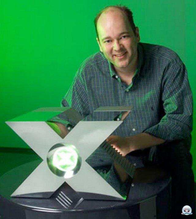 <b>Xbox-Prototyp</b><br><br> Die Entwicklung von Microsofts erster Xbox begann futuristisch: Der Prototyp erinnerte eher an ein Raumschiff als an den späteren schwarzen Kasten. 2379527