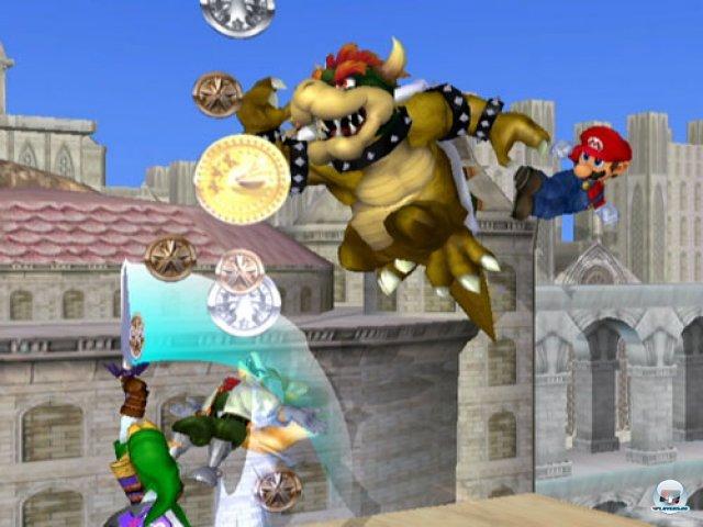 <b>Super Smash Bros. Melee</b><br><br> Auch in anderen Genres war Mario umtriebig: Im zweiten Teil des Comic-Prüglers Super Smash Brothers vermöbelte sich ein Großteil der Nintendo-Prominenz. Das hektische Spiel avancierte mit über sieben Millionen verkauften Kopien zum erfolgreichsten GameCube-Titel. 2347087