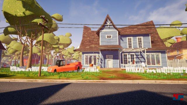 Das erste Haus besteht aus wenigen Geschossen und Zimmern.