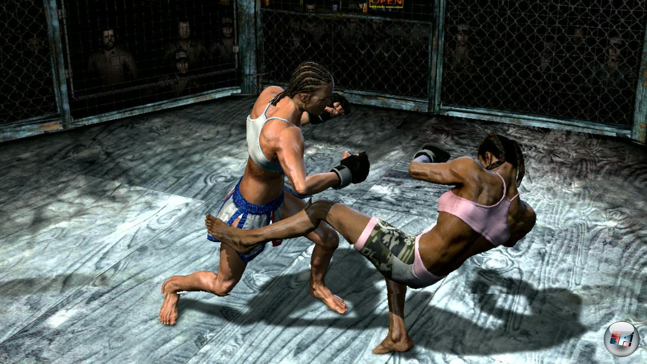 Man kann auch mit zwei MMA-Kämpferinnen antreten...