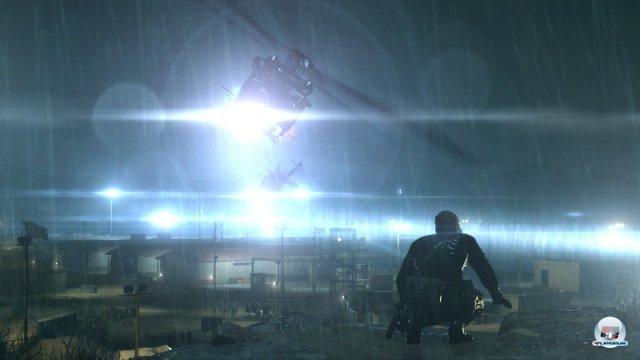 Nacht, Regen, Scheinwerferlicht: In der Hauptmission strahlt die Kulisse eine tolle Atmosphäre aus.
