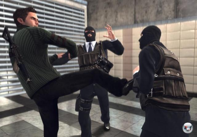 Dass ein Attentäter zwangsläufig im Stillen vorgehen muss, entspringt dem Land der Fabeln und Mythen. Gelegentlich muss es einfach Krachbumm machen, Dinge müssen explodieren, Körper durch die Lüfte fliegen, ein brennendes Rad durchs Bild rollen. Zwei der besten Beispiele für dieses Assasinationsprocedere im Rambo-Stil sind »Das Bourne Komplott« (2008) sowie das frisch erschienene »Call of Duty: Black Ops«. 2176508