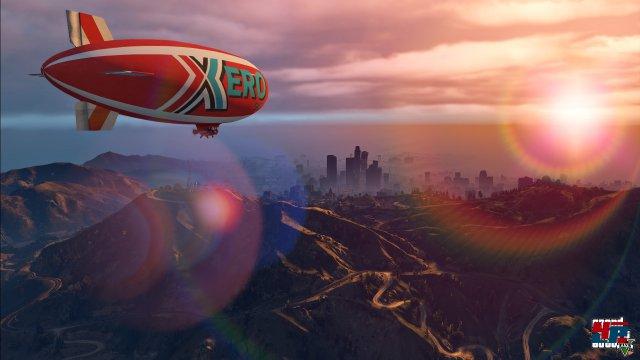 Wie auf PS4 und One kann man Los Santos auch mit dem Luftschiff erforschen - wahlweise natürlich auch in Ego-Perspektive.